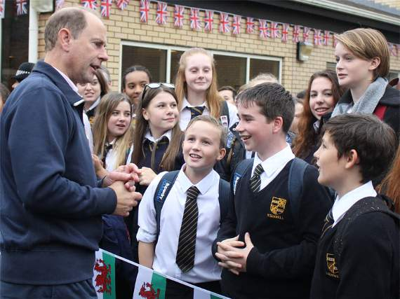 Earl of Wessex visits Stanwell School for DofE diamond anniversary