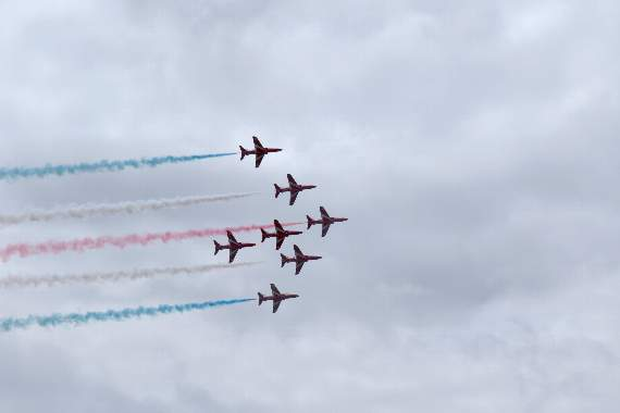 Red Arrows thrill huge crowds on Barry Island