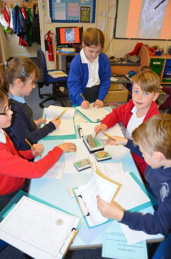Pupils become 'rock  detectives' in science
