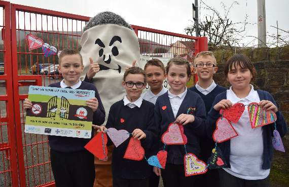 Primary school gates  become smoke-free